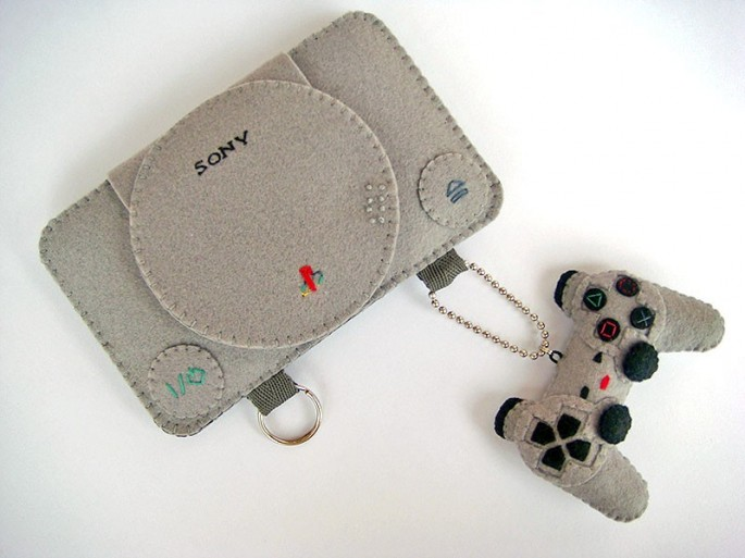felt-ps1-iphone-case