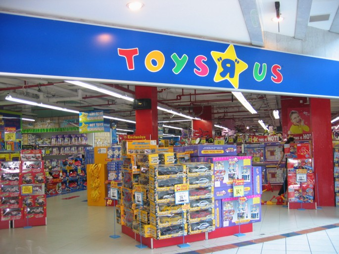 amazon com advantages and disadvantages toys r us Toys ''r'' us has accused amazoncom of breaking the contract that gave toys ''r'' us the right to be the exclusive toy and game seller on amazon's site the charges were made in a lawsuit filed .