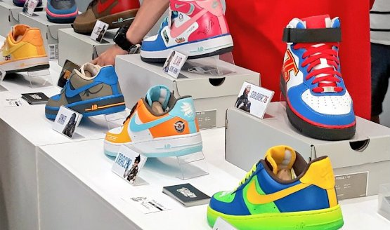 These Awesome Custom Overwatch Nike Sneakers Were On Display At The - Skins para minecraft pe nike